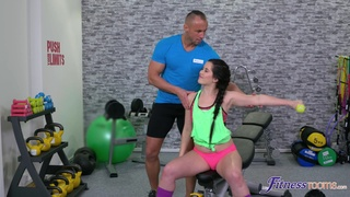 Fit girl leaves the horny trainer to drill her a few rounds