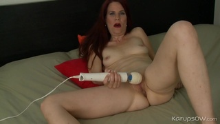 Mature redheaded babe with a vibrator pleases her cunt
