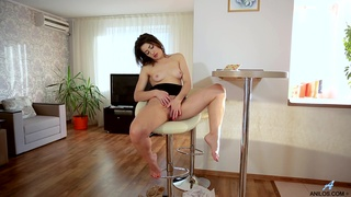 Naughty cougar Tanya S drops her black dress to have some fun