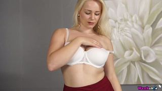 Insatiable blond curvy chick Megan performs hot video for wanking