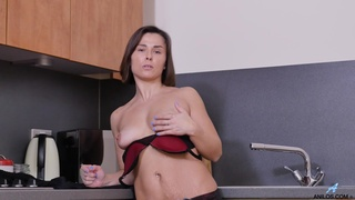 Solo video of Jamie Ray pleasuring her pussy in the kitchen