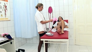 Naughty doctor Valentina Velasques drills pussy and ass of Britney