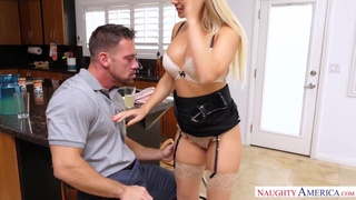 Stripping sinful curvy blonde Alexis Monroe wanna suck delicious cock