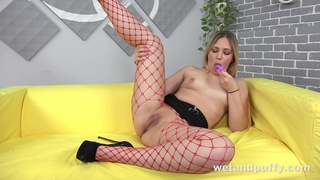 Light haired sweetie Selvaggia cannot stop masturbating her wet pussy