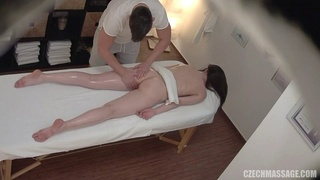 Massage quickly turns into a sex session