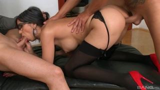 Secretary pleases two of her managers in a crazy threesome