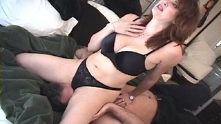 Amateur wife spreads her legs to sit on face of her husband