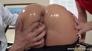 Hot ass babes Jada Stevens and Mischa Brooks in anal threesome