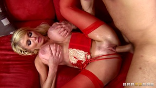 Evening hardcore fucking ends with cum in mouth for Taylor Wane