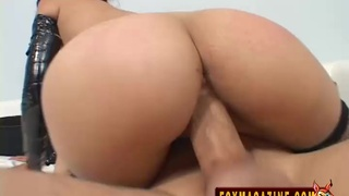 A mouthful of semen for Vanessa Figueroa after a threesome