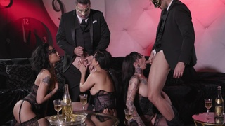 Awesome group bang, including Honey Gold, Vicki Chase and Jessie Lee