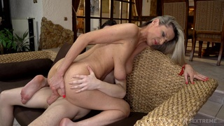 Hot mature leaves younger man to soak her pussy and ass