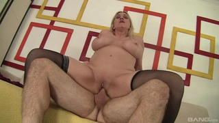 Voluptuous vixen Carla Craves gives her best to a determined lover
