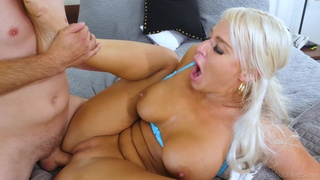 Blonde cougar gets the dick in a fantastic hardcore cam play