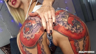 Tattooed blonde toys pussy and ass at the same time