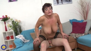 Mommy housewives sucking and fornicate big cocks