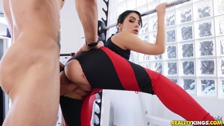 Could You Spot Me: intense sweaty workout with stud Alex Legend and Italian PAWG pornstar Valentina Nappi - reality gym sex