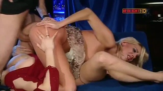 Anal threesome with club blondes - MILF Jane darling loves ass to mouth