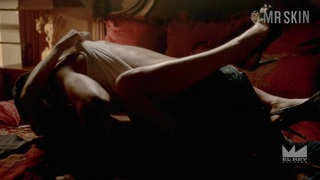 Natalie Martinez is sweating in a sauna in the sexiest nude celebrity scene