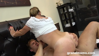 Thick mature slut loves her boytoy and she fucking loves to ride his cock