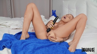 Dazzling blonde MILF endures heavy inches at the shower